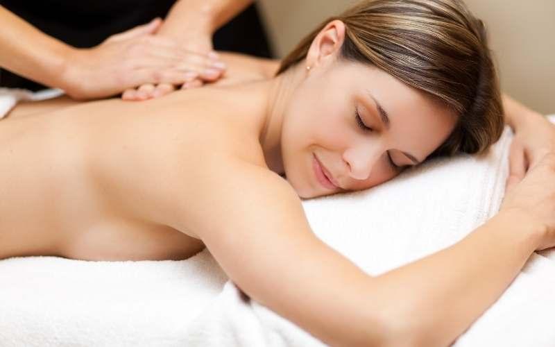 dame får svensk massage